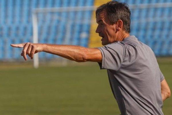 Trénerovi Spišiakov Ľubošovi Ontkovi robia vrásky na čele zranenia aj úzky káder.