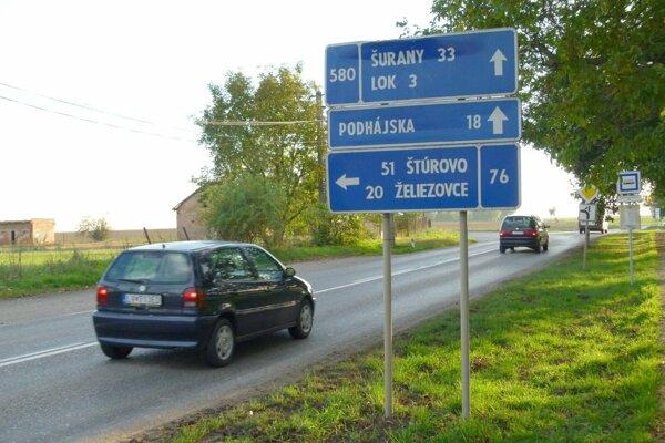 Cestu medzi Kalnou nad Hronom a Bešou začínajú opravovať.