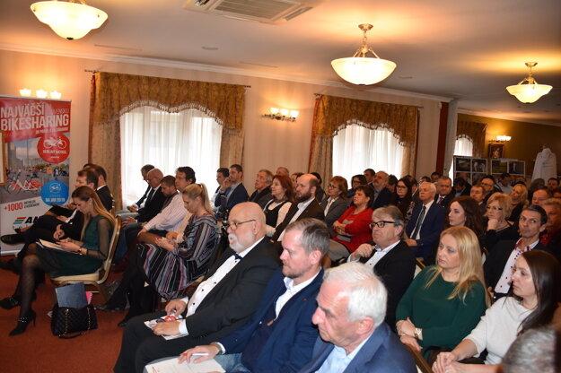 Diskusné stretnutie so županom Košického samosprávneho kraja Rastislavom Trnkom.