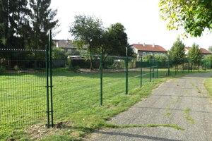 Pôvodne to vyzeralo, že plot zostane priehľadný.