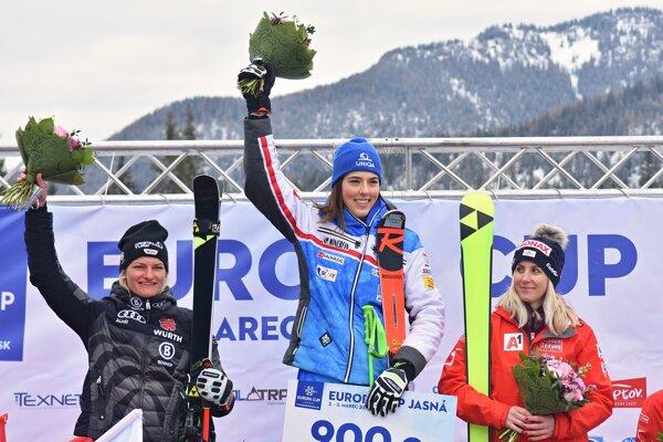 Petra Vlhová sa raduje z víťazstva v obrovskom slalome na Európskom pohári v Jasnej 2019.