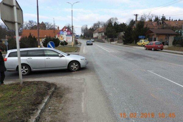 K nehode došlo na  križovatke v Trstíne.