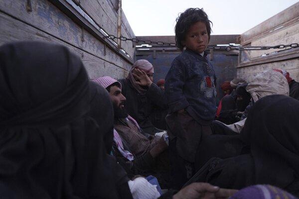 Z dediny Baghúz odišlo v pondelok okolo 3000 ľudí.
