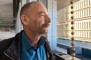 Timoty Ray Brown je prvým pacientom, ktorého transplantácia kontnej drene dokázali zbaviť vírusu HIV. Verejnosť ho spoznala ako Berlínskeho pacienta.