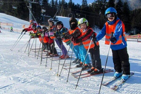 Fatra Ski organizujú aj kurzy pre adeptov lyžovania.