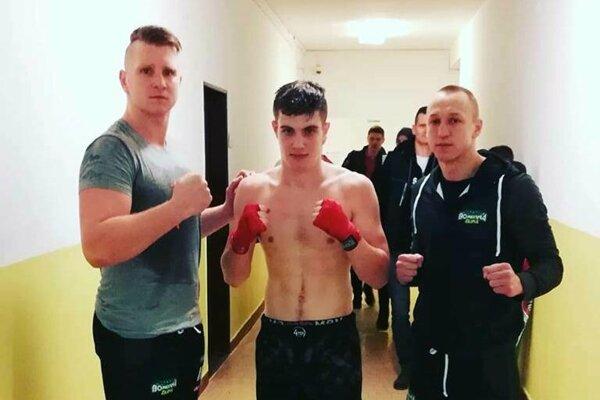 Zľava: tréner Miroslav Cingel, Kristián Korcháň aDalibor Ficek.