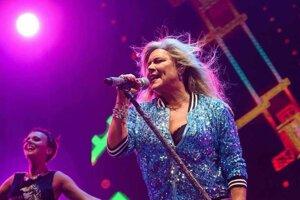 Samantha Fox to tento rok rozbalí na festivale v Hniezdnom.