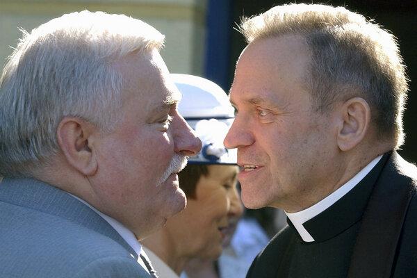 Kňaz Henryk Jankowski a Lech Walesa na archívnej snímke z roku 2005.