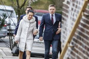 Premiér Fico prišiel s manželkou.