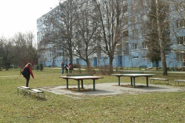 V súčasnosti sa v lokalite nachádzajú aj dva staré pingpongové stoly.