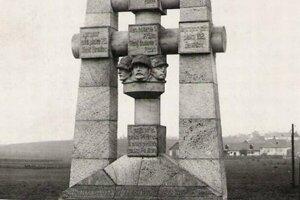 Originál pamätníka sa zachoval iba na fotografiách.