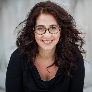 Americká historička Marci Shorová prednáša na Yalovej univerzite. Venuje sa histórii strednej Európy, jej ostatná kniha je o udalostiach na majdane