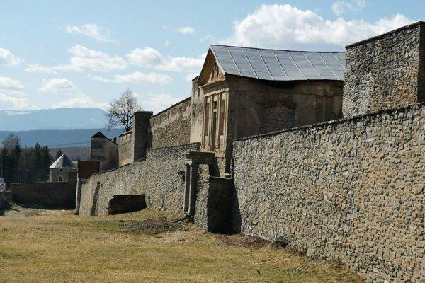 Mestské hradby v Levoči sa rozpadávajú.