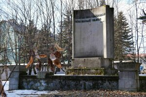 Dnes je na Štefánikovom mieste pomník Česloslovenského-sovietskeho priateľstva.