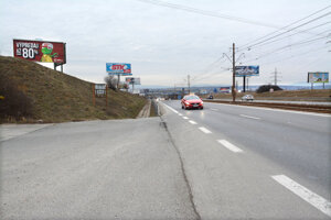 Vodičov čaká rýchle odbočenie s možnosťou kolízie zozadu.