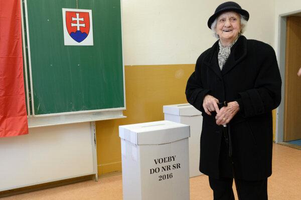 Pani Korcová je druhá najstaršia volička v Nitre.
