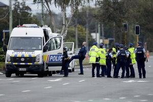 Polícia v blízkosti mešity Linwood v meste Christchurch.