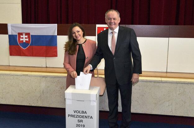 Prezident Andrej Kiska odvolil spolu s manželkou v rodnom Poprade.