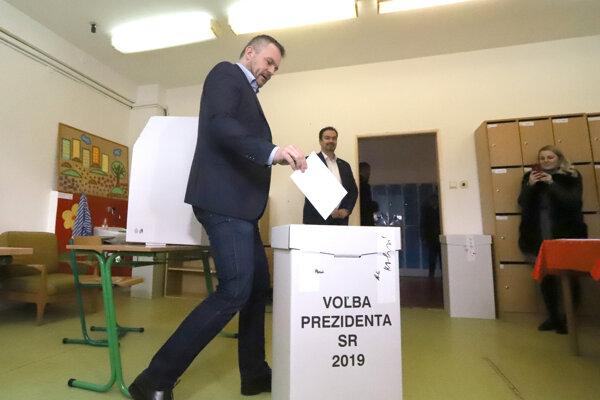 Premiér Pellegrini volil v Banskej Bystrici.