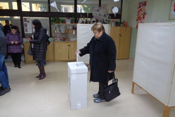 Šaľania volia v 18 volebných okrskoch.