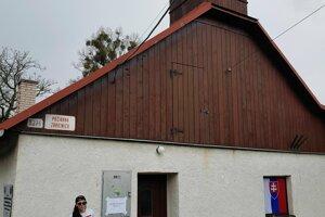 V Štefultove volila aj členka miestneho Dobrovoľného hasičského zboru Radka Kalabová, ktorá pricestovala kvôli voľbám až z Holandska.
