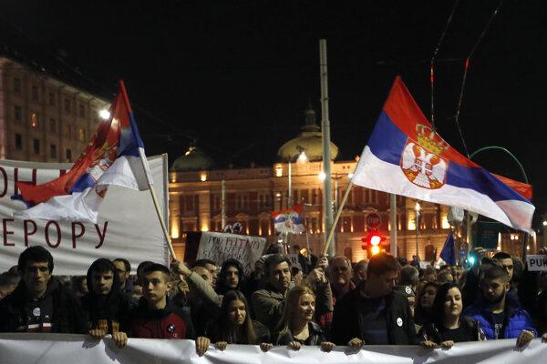 Obyvatelia Srbska opäť protestovali.