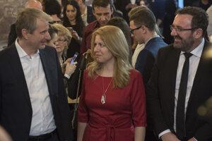 Robert Mistrík, Zuzana Čaputová a Peter Konečný počas volebnej noci.
