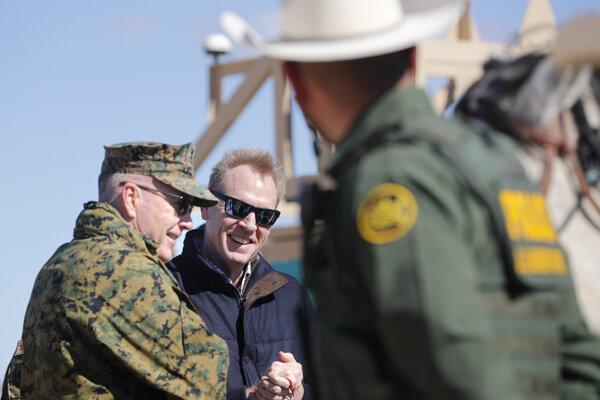 Minister obrany USA Patrick Shanahan (v strede) a predseda Zboru náčelníkov štábov ozbrojených síl USA Joseph Dunford.