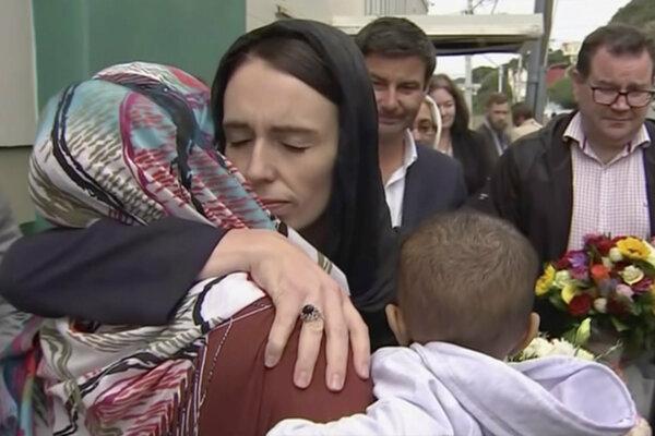 Premiérka s obeťami útoku.