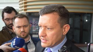 Kiska vypovedal na polícii, nasledovať by mohol Fico, Bugár aj Pellegrini (video)