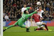 Raheem Sterling strieľa gól v zápase Anglicko - Česko v kvalifikácii o postup na ME vo futbale 2020.