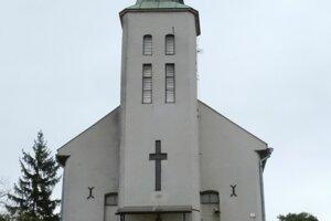 Na snímke klasicistický evanjelický kostol v obci Kladzany
