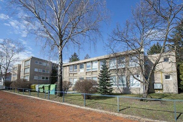 Zateplenie budovy gymnázia sa už začalo.