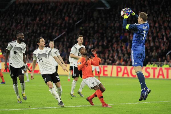 Momentka zo zápasu Holandsko - Nemecko.