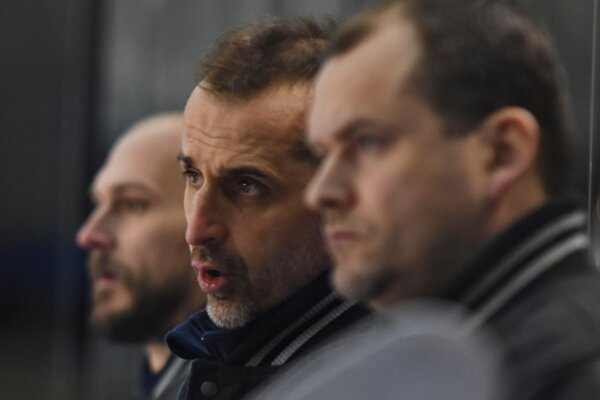 Zľava tréner Roman Šimíček, asistent trénerov Peter Bartoš a tréner Martin Šimurda.