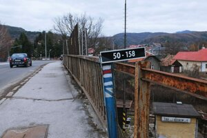 Most potrebuje opravu.
