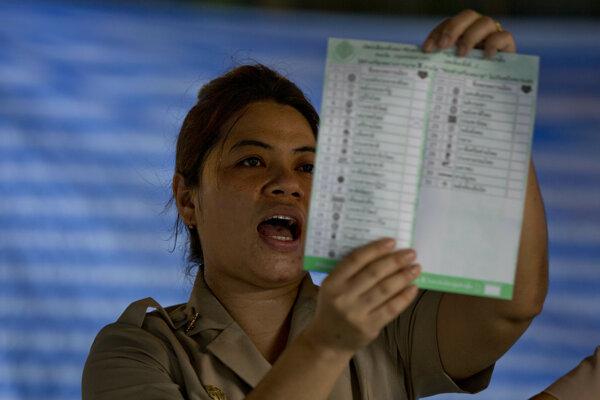Konečné výsledky parlamentných volieb v Thajsku, ktoré sa konali po prvý raz od vojenského prevratu v roku 2014, by mali byť známe v piatok.
