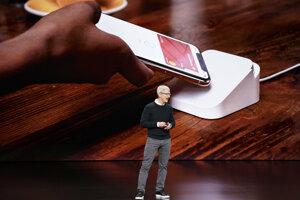 Tim Cook predstavuje Apple Card - virtuálnu platobnú kartu.