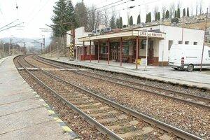 Stanica v Lysej. Vykurovaná stanica je pre verejnosť zavretá. Lístky tu, žiaľ, nekúpite.