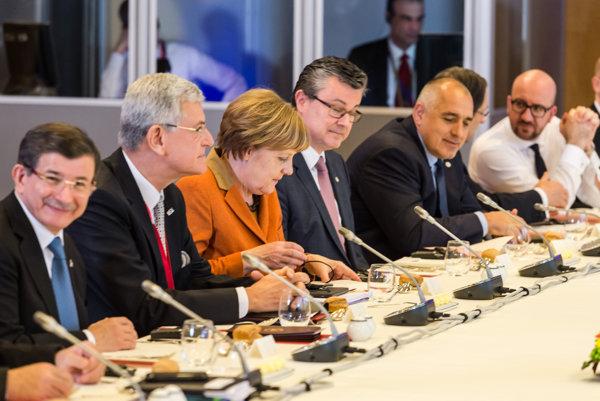 Merkelová balkánsku migračnú trasu zatvárať nechce.