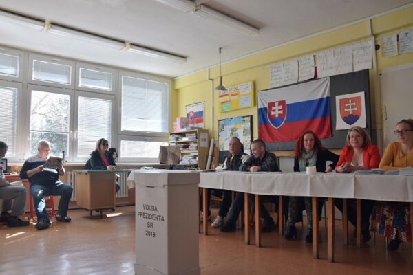 V lučeneckom volebnom okrsku číslo 2 panuje pokojná atmosféra