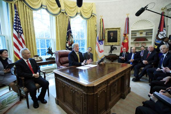 Americký prezident Trump a čínsky vicepremiér Liou Che diskutovali vo štvrtok v Bielom dome.