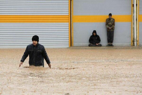 Obyvatelia iránskeho mesta Choramabád.