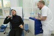 Volodymyr Zelenskyj sa podrobuje testom na drogy a alkohol.