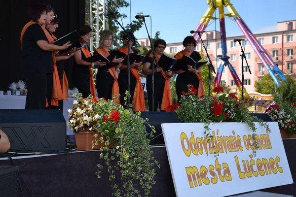 Slávnostnú udalosť spestrili spev a hudba.