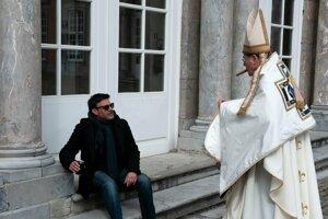 Režisér Francois Ozon pri nakrúcaní filmu Vďaka bohu.
