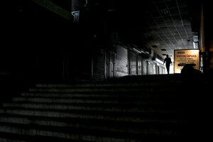 Neosvetlená ulica v Caracase.