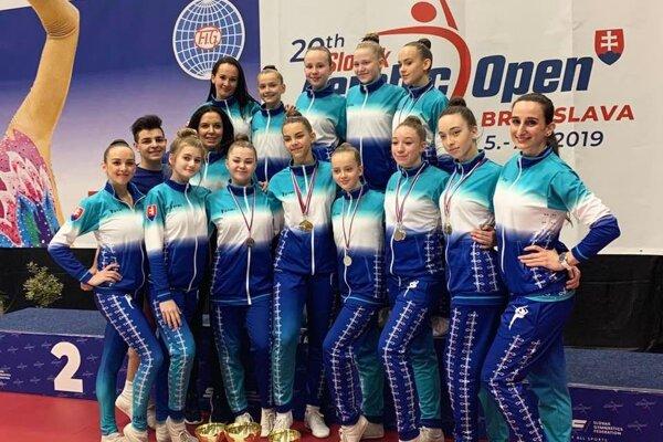 Dievčatá (a chlapec) z Klubu športového aerobiku Nitra.