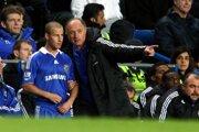 Luiz Felipe Scolari dáva pokyny Miroslavovi Stochovi počas pôsobenia v Chelsea Londýn.