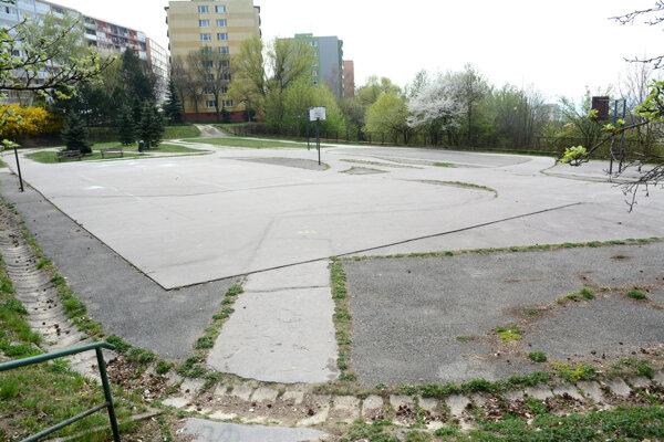 Kruhový objazd aj svetelná križovatka by mali pribudnúť na furčianskom ihrisku.